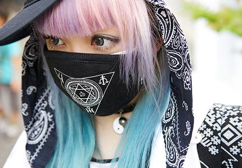 Почему защитная маска очень практичный модный аксессуар