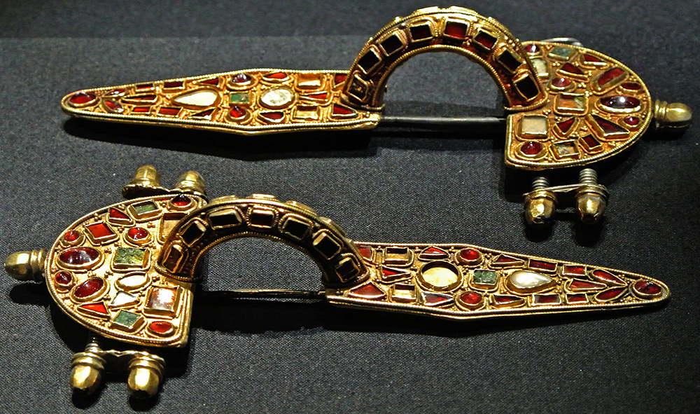 Золотая фибула