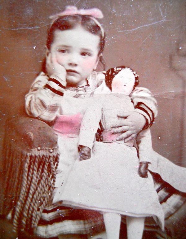 Девочка с куклой антикварное фото