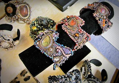 Прекрасные аксессуары и украшения из бисера от Sherry Serafini