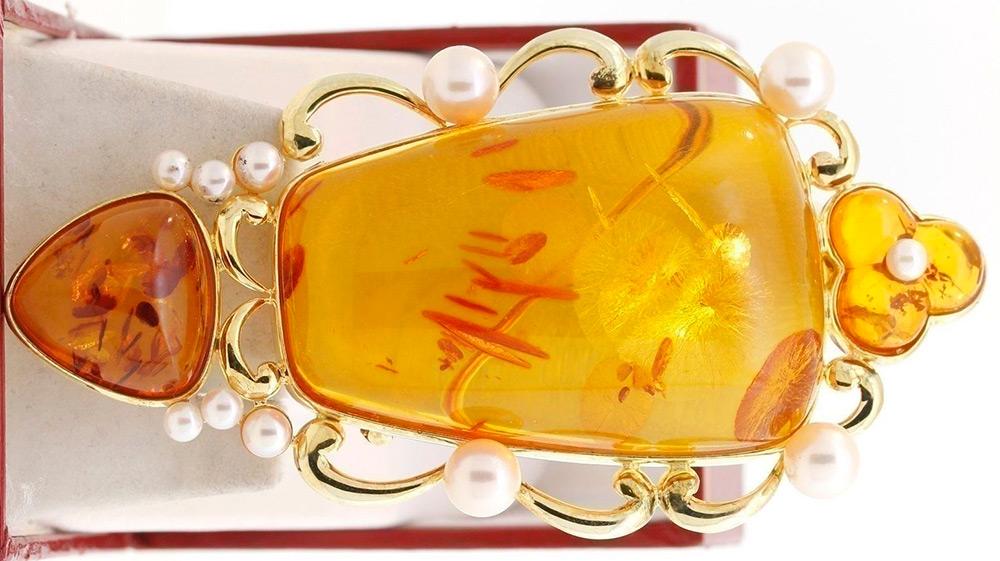 Ювелирное украшение из янтаря