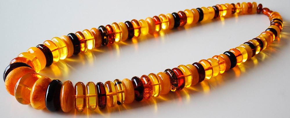 Многоцветные янтарные бусы