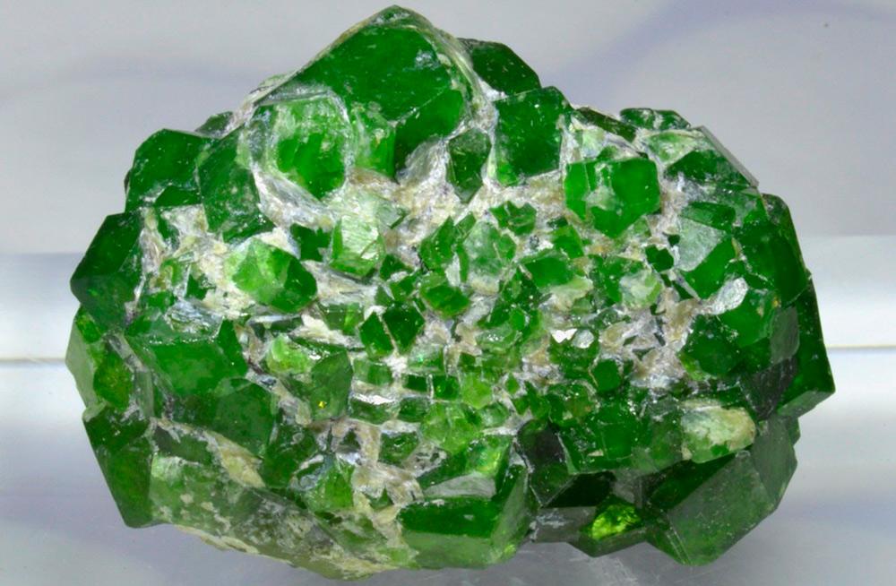 Камень демантоид – русский камень, уральский изумруд