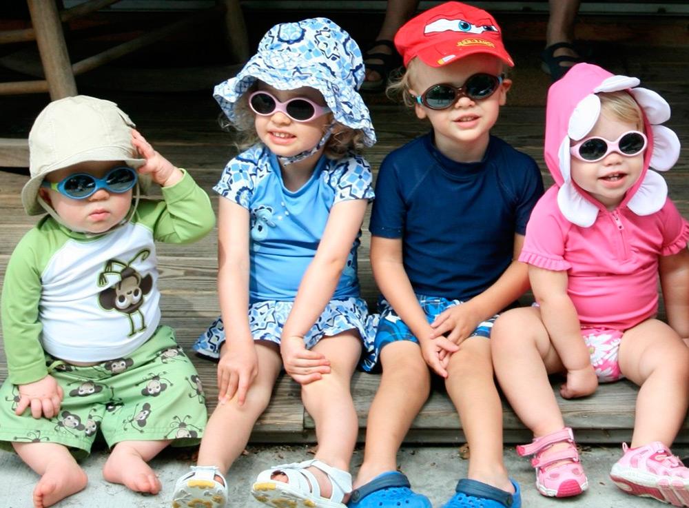 В каком возрасте покупать солнцезащитные очки для ребенка?