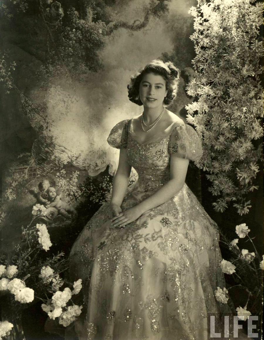Юные годы королевы Елизаветы в фотографиях