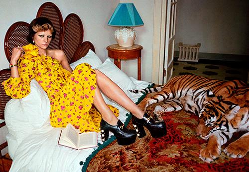 Желтое платье – самые модные модели на лето