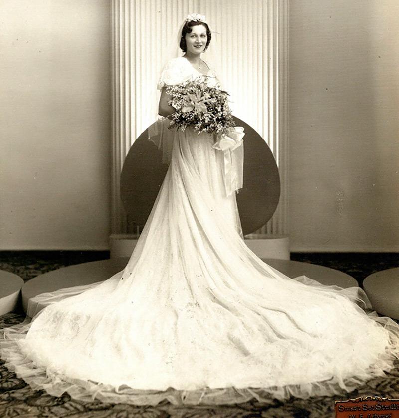 490e25d509a ... роскошных свадебных платьев и сияющего гламура. Во все времена есть  место для роскоши и нужды