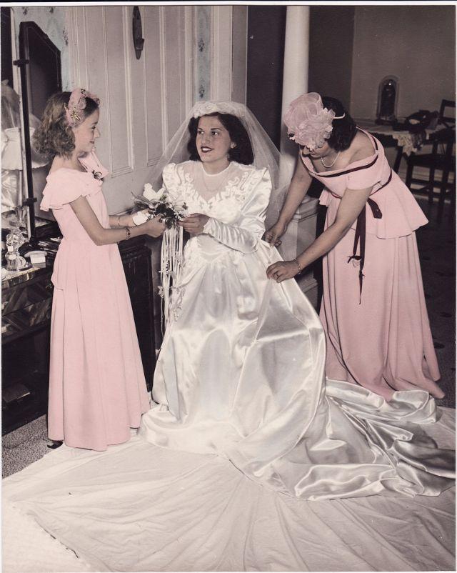 0dab2fd2972 Свадебные платья 1940 годов в раскрашенных фотографиях