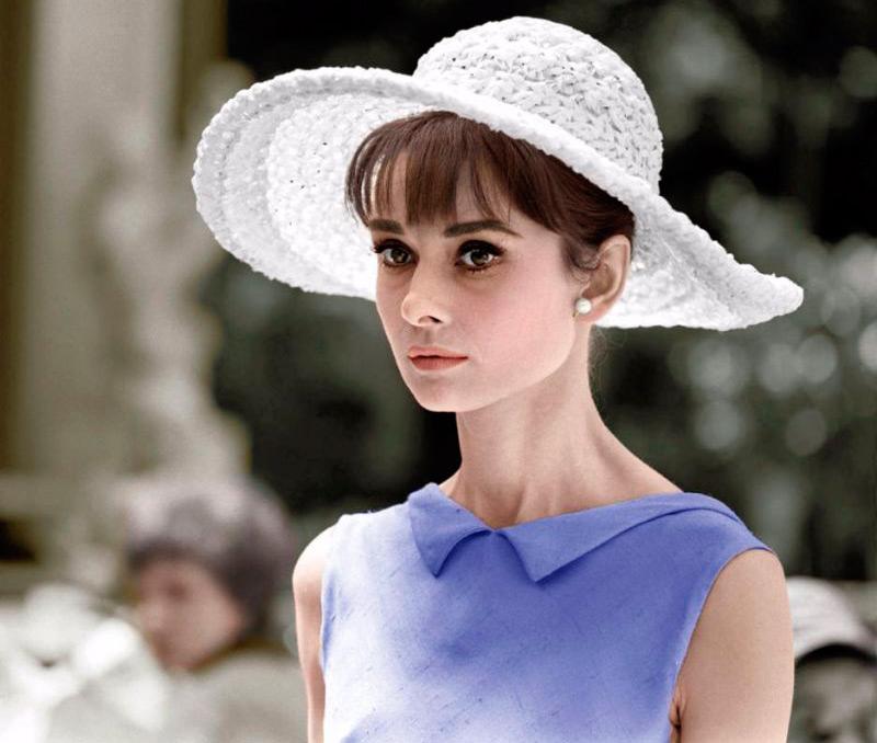 31 шляпка Одри Хепберн в цветных фотографиях