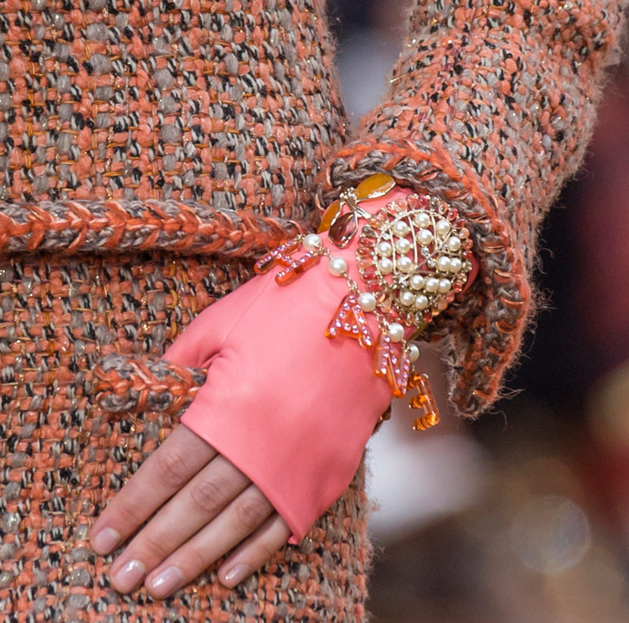 Перчатки митенки от Chanel на осень и зиму 2018-2019