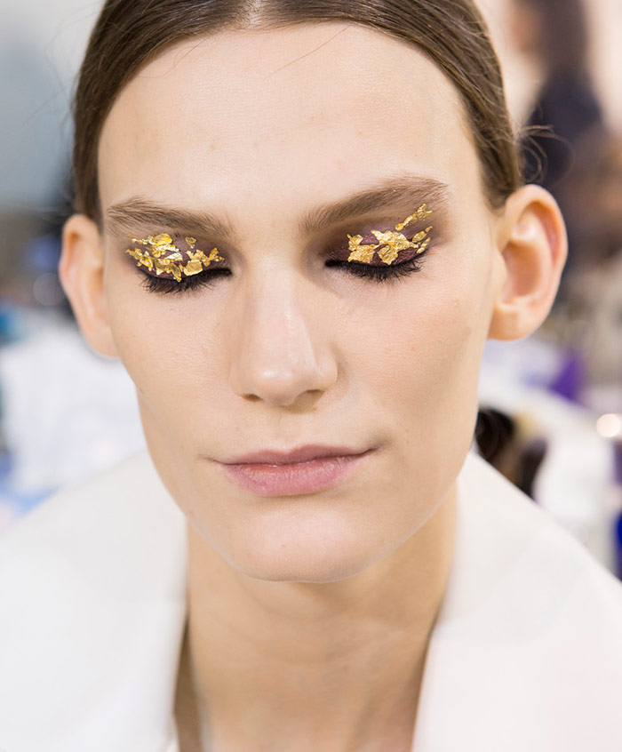 Праздничный макияж Akris для тех, кто хочет сверкать золотом