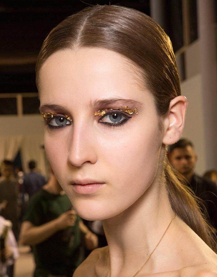 Золотой блестящий макияж