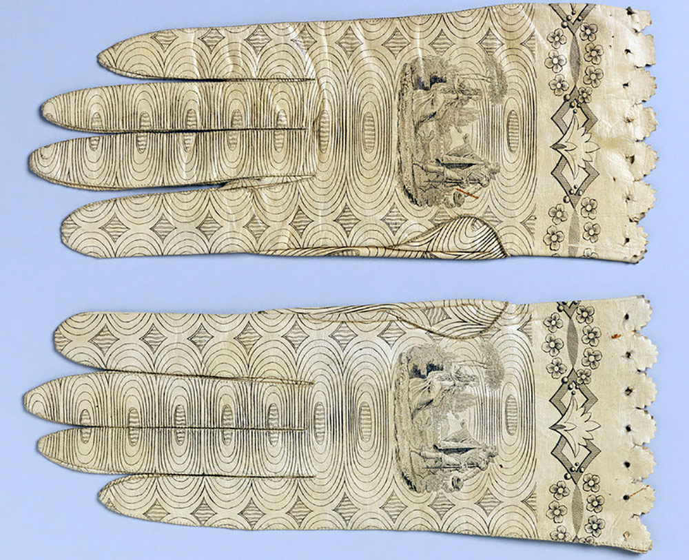 Перчатки с принтами времен стиля Ампир