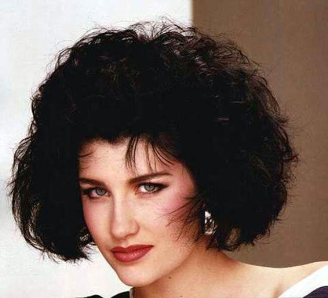 Женские прически 1980-х на средние и длинные волосы