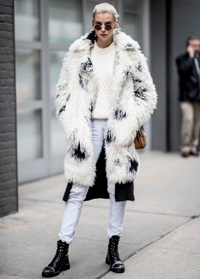 Шубы и меховые пальто гостей Недели моды в Нью-Йорке