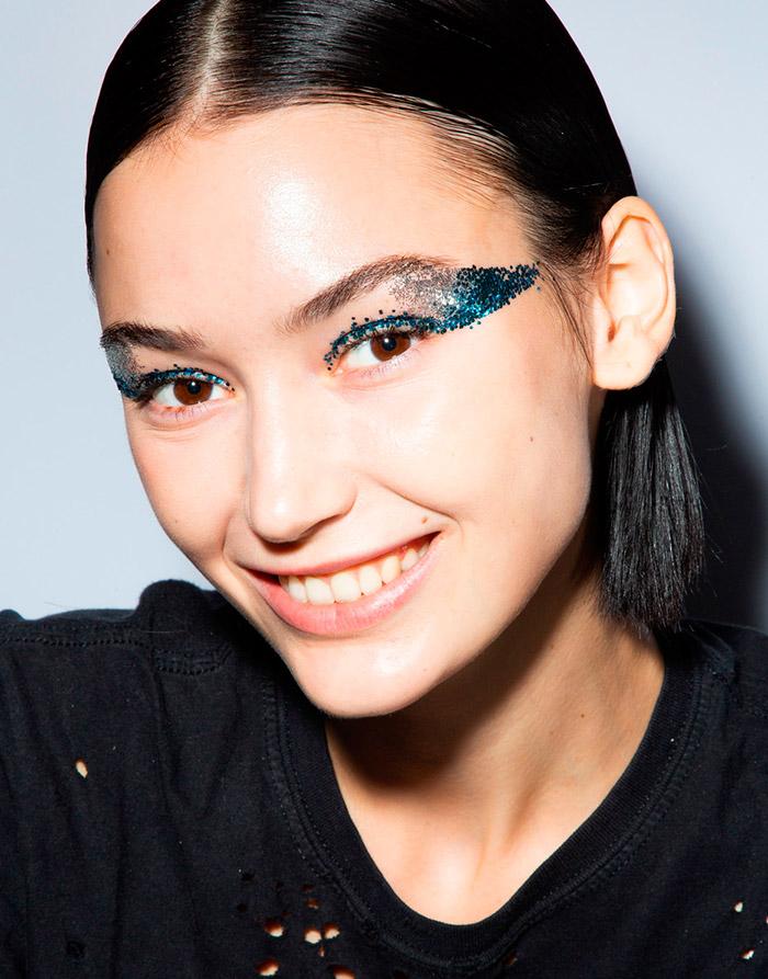 Небрежный праздничный макияж с показа Tadashi Shoji