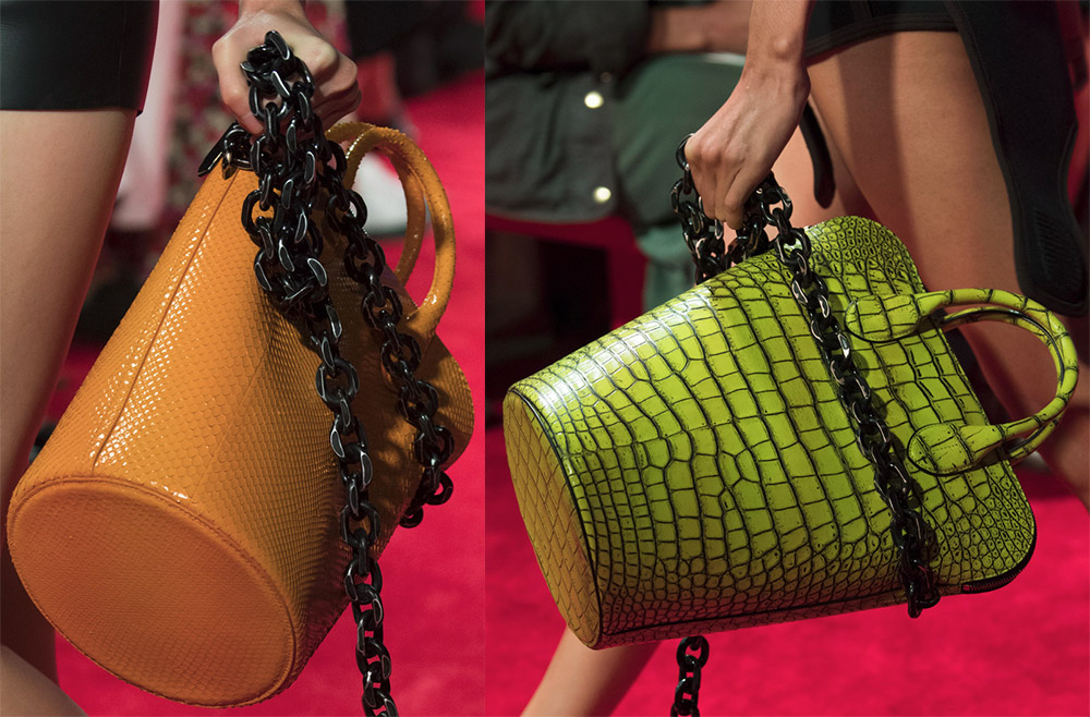 5ab56c1855f0 Таким образом, у первой сумки-ведро было исключительно практическое  назначение формы. Потом над формой работали разные бренды.