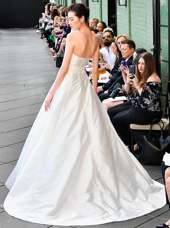 Свадебные платья с открытой спиной на все времена