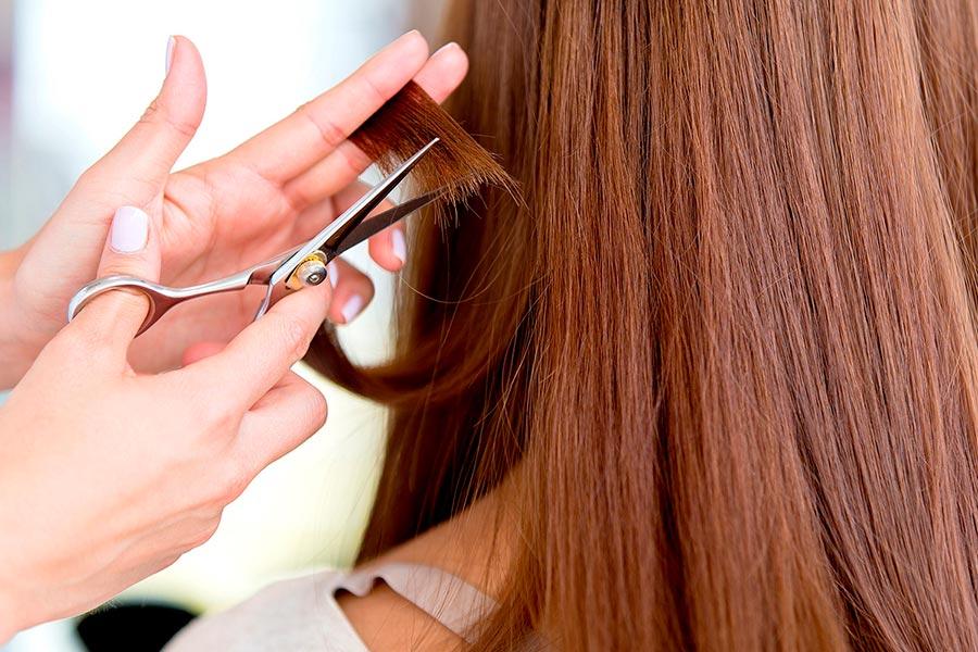 Подстригаем кончики волос