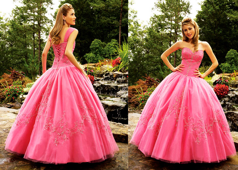 Девушки в свадебных платьях розового цвета, розовые платья в