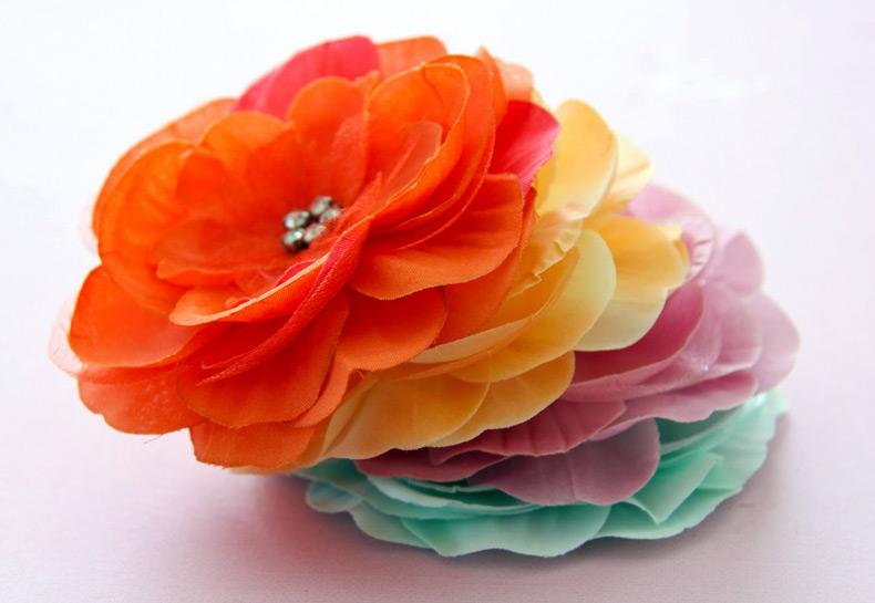 Цветы из ткани – инструменты для