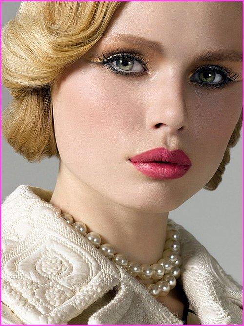 Самым любимым цветом в гардеробе и макияже...  Вот так, Барби очень многолика, поэтому уроков макияжа для Барби