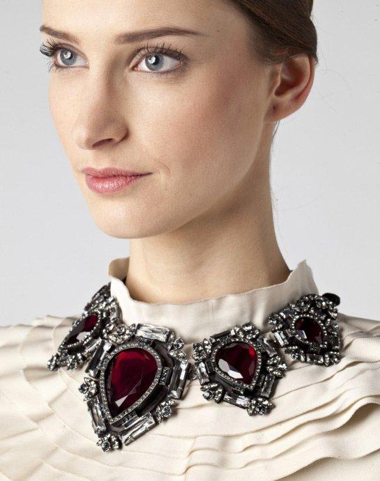 Как носить массивные ювелирные украшения и бижутерию крупных размеров