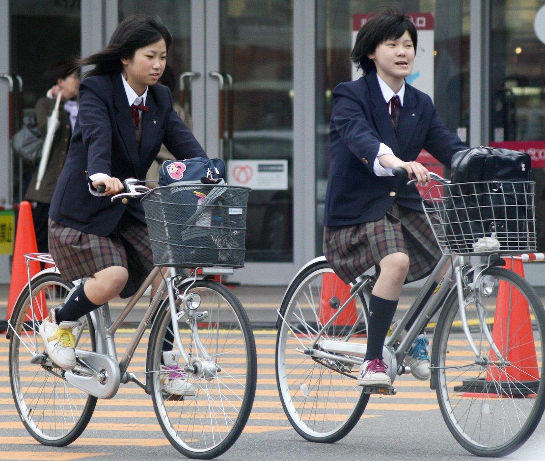Японка девушка на велосипеде фото 305-526