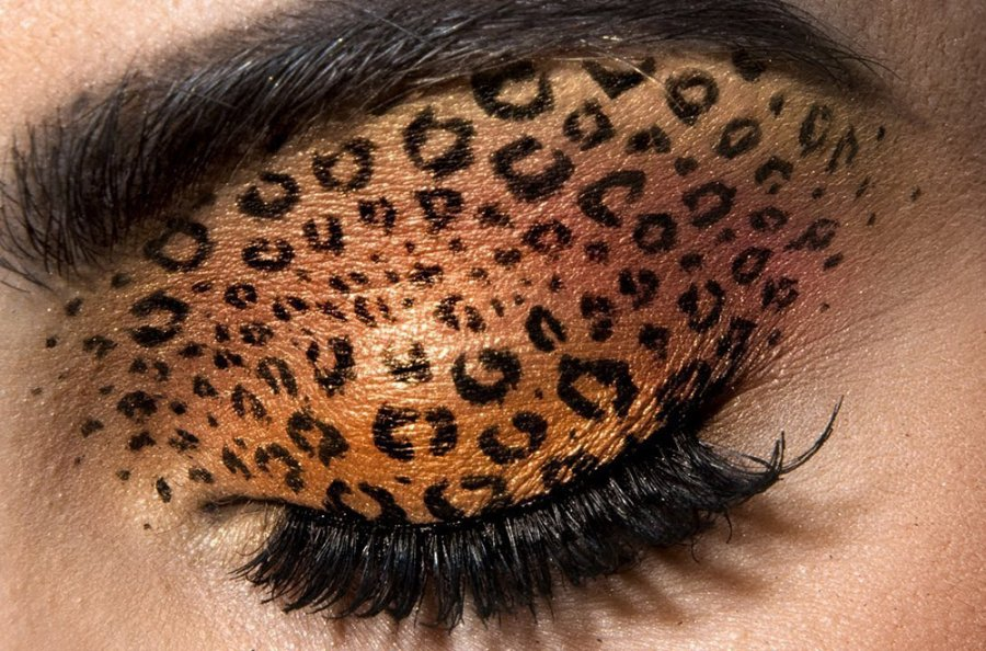 White tiger eye makeup