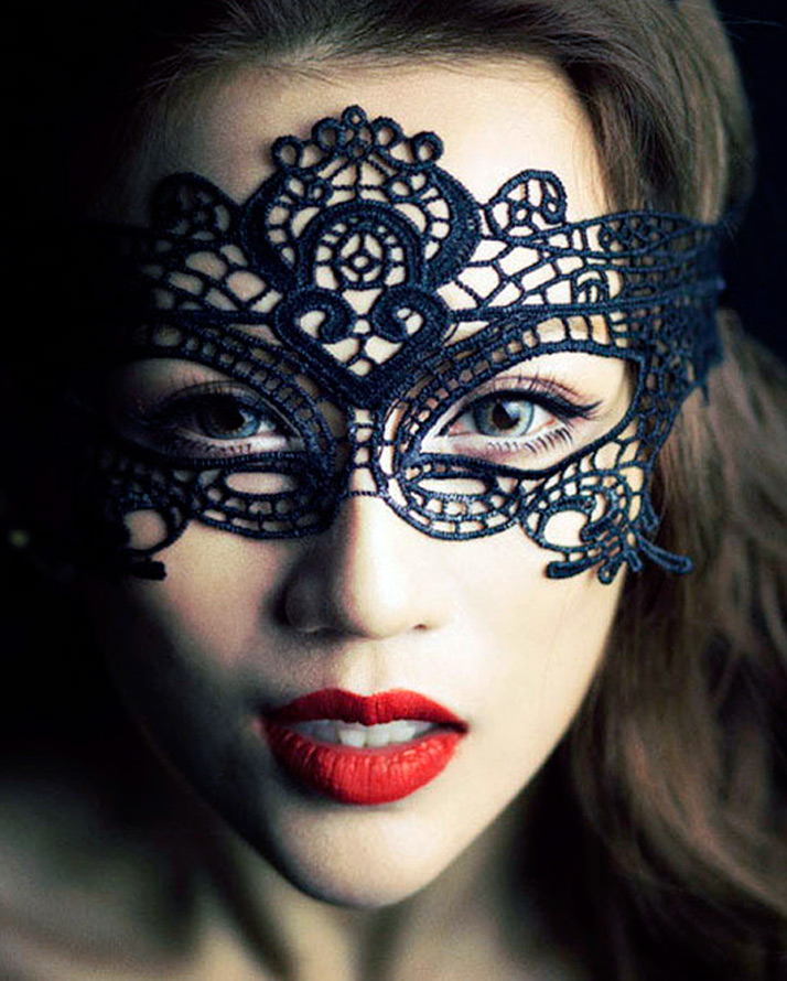 Кружевная маска на Хэллоуин