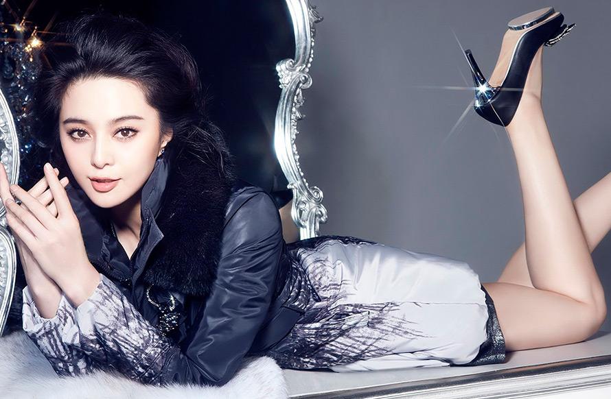 Прекрасная китаянка принимает душ 13 фотография