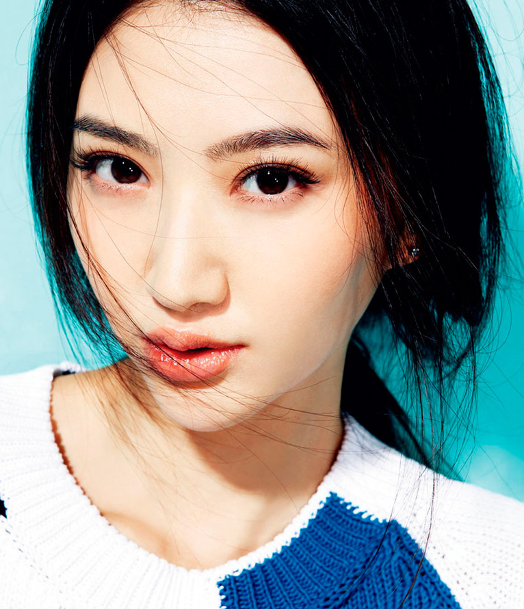 Прекрасная китаянка принимает душ 11 фотография