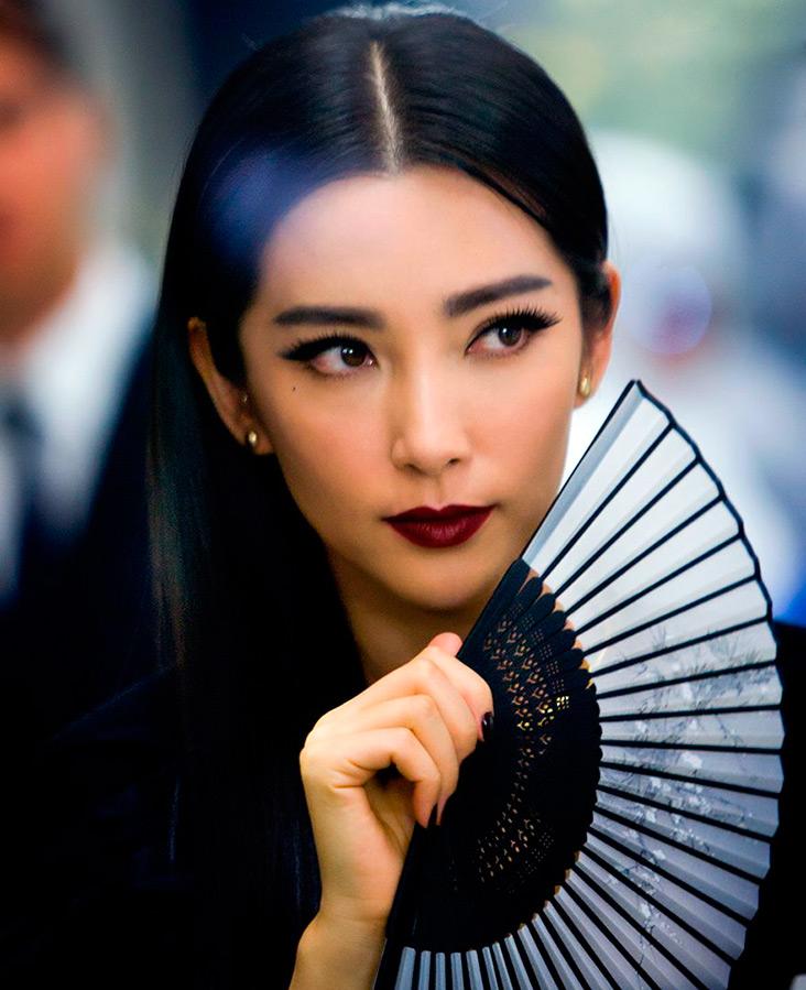 Прекрасная китаянка принимает душ 7 фотография
