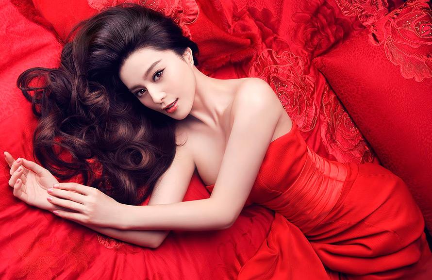 Прекрасная китаянка принимает душ 19 фотография