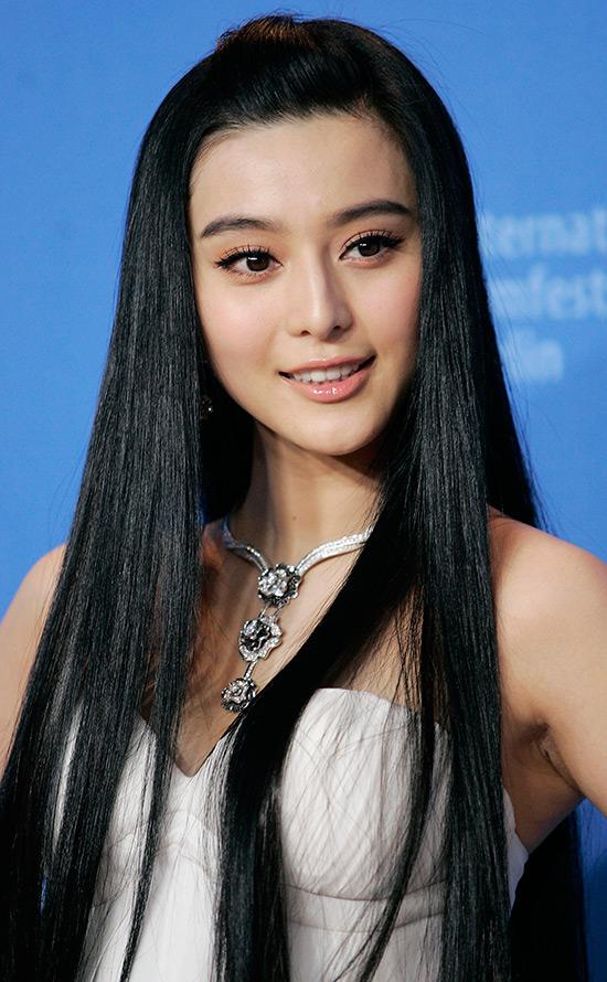 Прекрасная китаянка принимает душ 12 фотография